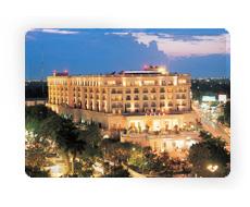 https://www.google.com.mx/maps?q=Hotel+Fiesta+Americana,+M%C3%A9rida&hl=es-419&ie=UTF8&ll=20.986044,-89.619244&spn=0.005269,0.010568&sll=20.986374,-89.618697&sspn=0.042152,0.084543&oq=hotl+fiesta,+merida&t=h&hq=Hotel+Fiesta+Americana,&hnear=M%C3%A9rida,+Yucat%C3%A1n&z=17&layer=c&cbll=20.986034,-89.619134&panoid=_orjqD-I5yn3zc5lTMgw6Q&cbp=12,1.2,,1,1.95